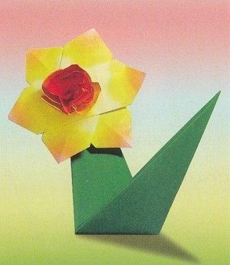 Оригами.  Нарцисс.  В данной статье описана схема изготовления цветка нарцисса из бумаги.